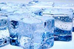 Cubetti di ghiaccio con i waterdrops Fotografia Stock Libera da Diritti
