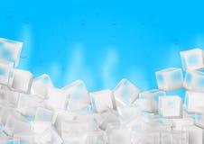 Cubetti di ghiaccio con il vapore su fondo blu Fotografia Stock