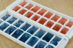 Cubetti di ghiaccio patriottici bianchi e blu di rosso, Immagine Stock