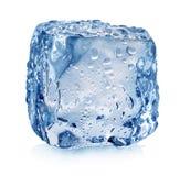 Cubetto di ghiaccio con le gocce fotografie stock