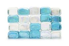 Cubi, azzurro e bianco di vetro impilati. Fotografia Stock Libera da Diritti