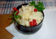 Cubi della patata su un piatto immagini stock libere da diritti