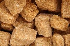 Cubi dello zucchero non raffinato della canna di Brown fotografia stock