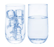 Cubi di ghiaccio e dell'acqua Fotografie Stock