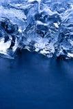 Cubi di ghiaccio verticali con lo spazio della copia Fotografia Stock Libera da Diritti