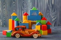 Cubi di legno con spazio per testo ed il castello colourful sulle sedere blu Immagine Stock Libera da Diritti