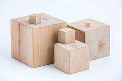 Cubi di legno delle dimensioni differenti Fotografie Stock Libere da Diritti