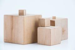 Cubi di legno delle dimensioni differenti Fotografie Stock