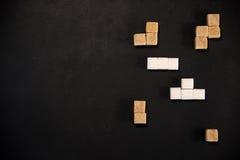 Cubi di zucchero bianco e marrone Immagine Stock Libera da Diritti
