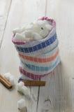 Cubi di zucchero nella borsa della tela Fotografie Stock Libere da Diritti