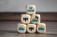 Cubi e dadi con il car sharing immagine stock