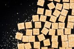 Cubi marroni dello zucchero di canna del Demerara immagine stock libera da diritti
