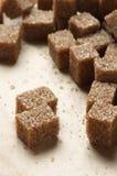 Cubi naturali dello zucchero marrone Fotografie Stock