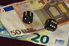 Cubi per la mazza e venti delle fatture e di cinquanta euro Fotografia Stock