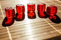 Cubi rossi dei dadi Fotografia Stock