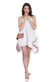Cubierta adolescente misma de la mujer con la toalla Fotos de archivo libres de regalías