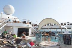 Cubierta de la piscina del barco de cruceros Imágenes de archivo libres de regalías