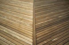 Cubierta de madera tratada presión antes y después Fotos de archivo