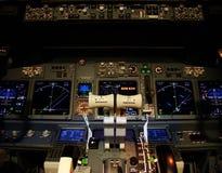 Cubierta de vuelo de un avión de pasajeros moderno. Fotografía de archivo libre de regalías