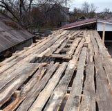 Cubierta defectuosa del tejado Imagenes de archivo