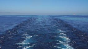 Cubierta del buque de petróleo durante sunrisre almacen de metraje de vídeo