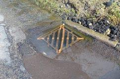 Cubierta del drenaje del agua del camino foto de archivo libre de regalías
