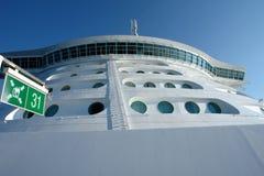 Cubierta del puente y de helicóptero en cruiseship foto de archivo libre de regalías