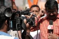 Cubierta india del videographer del canal de televisión la procesión del jayanti del hanuman Fotos de archivo libres de regalías