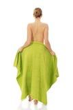 Cubierta misma de la mujer del balneario con una toalla Fotografía de archivo libre de regalías