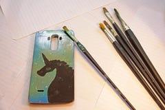Cubierta pintada para el teléfono celular imagen de archivo