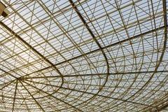 Cubierta triangulada de la estructura con el policarbonato Imagen de archivo