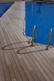 Cubierta y piscina de madera Foto de archivo