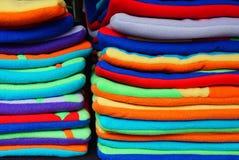 Cubiertas coloridas del edredón del paño grueso y suave foto de archivo libre de regalías