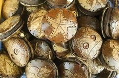 Cubiertas de madera divertidas para los espejos de mano Fotos de archivo