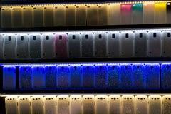 Cubiertas del teléfono móvil que brillan intensamente fotografía de archivo