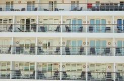 Cubiertas laterales en el trazador de líneas del mar foto de archivo libre de regalías