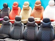 Cubiertas para los asientos de carro en tienda imagen de archivo libre de regalías
