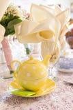 Cubierto de la fiesta del té para las tablas de la recepción nupcial Fotos de archivo