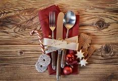 Cubierto de la Navidad con las galletas y el caramelo Foto de archivo