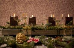 Cubierto de la Navidad con las velas Imagen de archivo libre de regalías