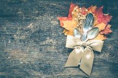 Cubierto del otoño de la acción de gracias con los cubiertos Fotografía de archivo libre de regalías
