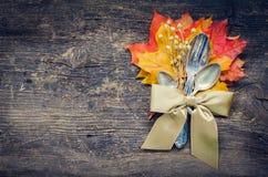 Cubierto del otoño de la acción de gracias con los cubiertos Foto de archivo libre de regalías