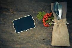 Cubierto del otoño de la acción de gracias con los cubiertos Fotografía de archivo