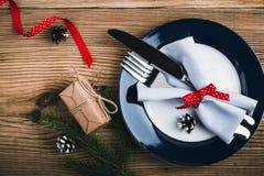 Cubierto rústico de la Navidad, decoración de la Feliz Año Nuevo con Imagenes de archivo