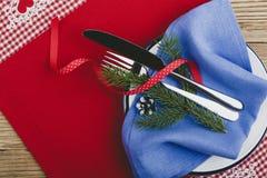 Cubierto rústico de la Navidad, decoración de la Feliz Año Nuevo con Foto de archivo