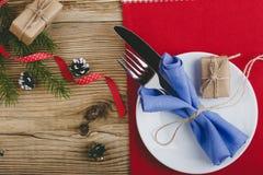 Cubierto rústico de la Navidad, decoración de la Feliz Año Nuevo con Fotografía de archivo libre de regalías