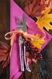 Cubierto rosado y anaranjado moderno de la tabla de la caída Imagen de archivo