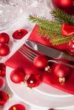 Cubierto temático rojo de la Navidad Fotografía de archivo