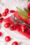 Cubierto temático rojo de la Navidad Foto de archivo libre de regalías