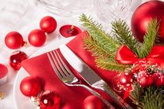 Cubierto temático rojo de la Navidad Foto de archivo